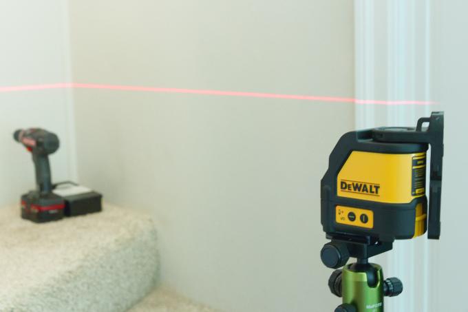 Dewalt Laser Level, using beam to help level gate